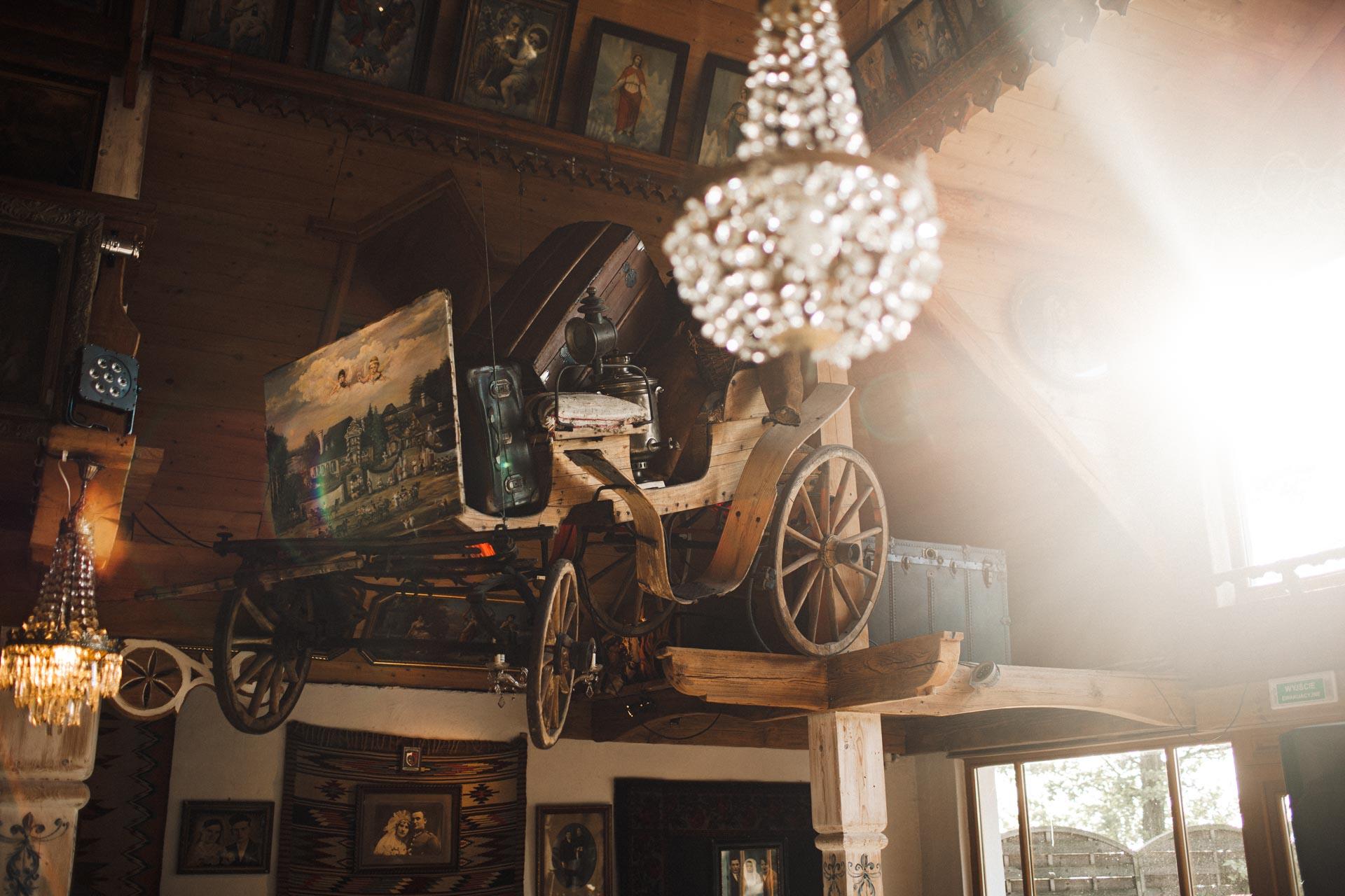 Folwark u Różyca wóz pod sufitem